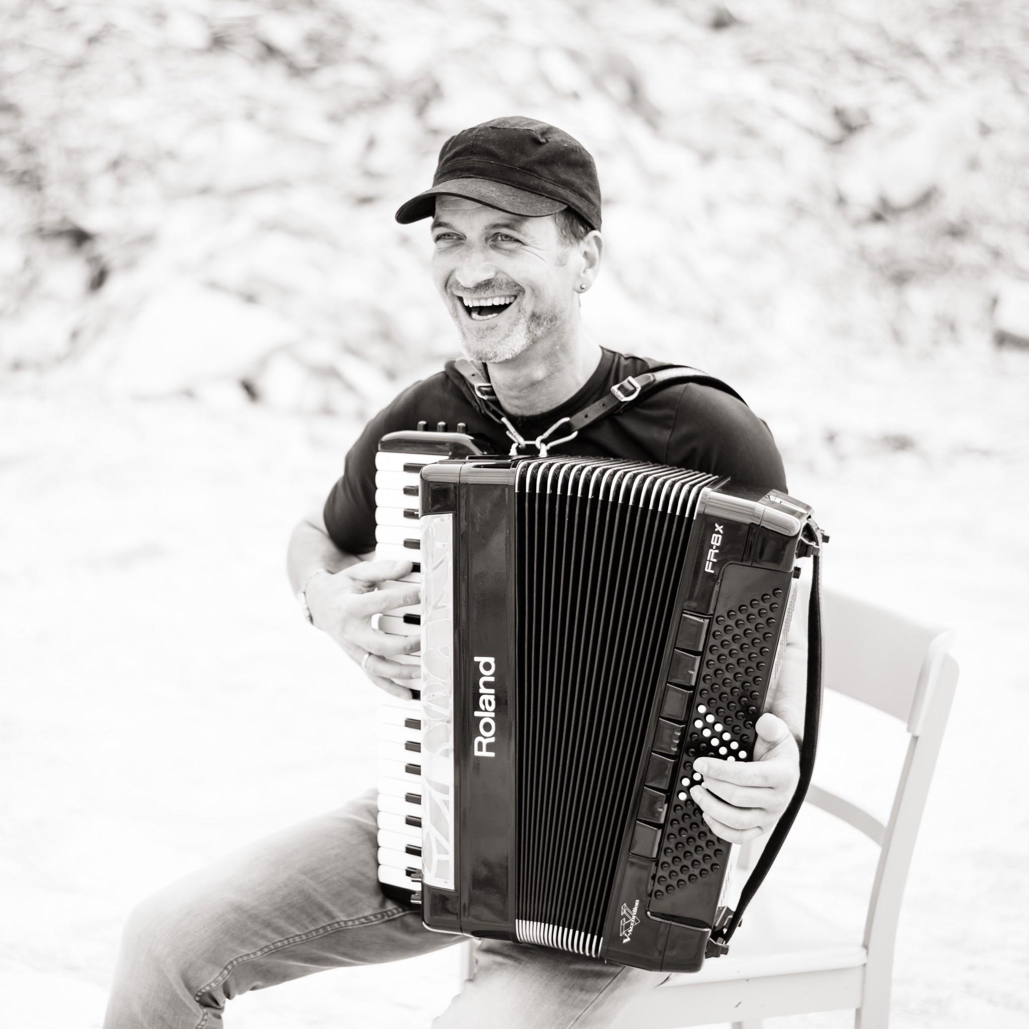 Manfred Kaierle Keyboard, Akkordeon und Harmonika Lehrer bei IN-TAKT Musikunterricht